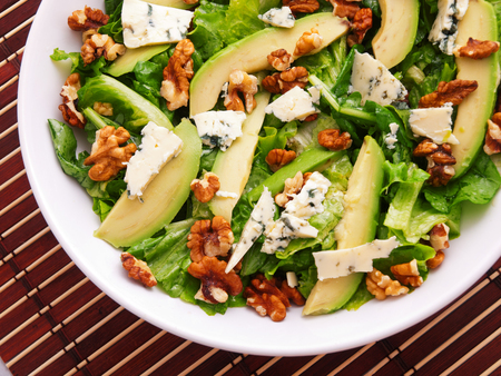 Green salad with avocado, blue cheese, walnuts and pears Reklamní fotografie