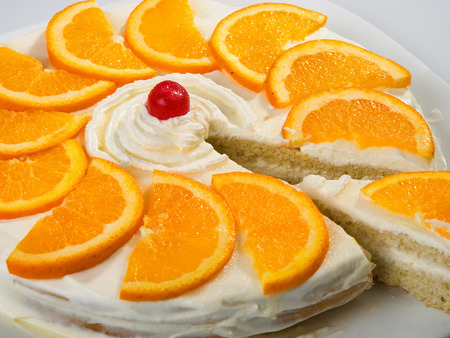 vanilla cake: Homemade vanilla cake with heavy cream and orange slices