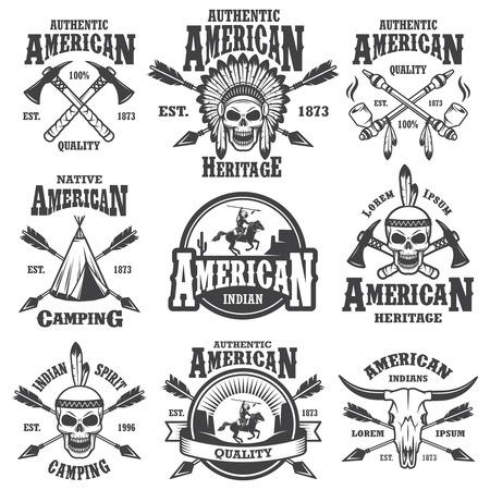 Set van Amerikaanse Indische emblemen, etiketten, insignes, icoon en ontworpen elementen. Wild West-thema. Zwart-wit stijl