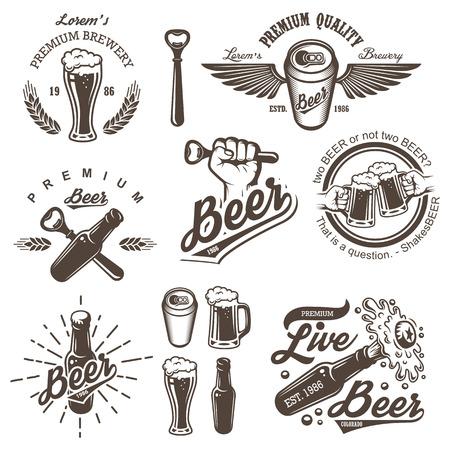 cebada: Conjunto de emblemas de �poca cervecer�a cerveza, etiquetas, escudos y elementos dise�ados. Estilo monocrom�tico. Aislado en el fondo blanco Vectores