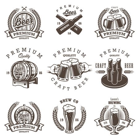 Sada vintage pivovaru emblémů, štítků, log, odznaků a určené prvky. Monochrome styl. Na bílém pozadí