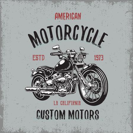 T-shirt print z ręcznie rysowane motocykla na jasnym tle i grunge tekstury