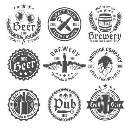 Bière emblème rond ou jeu d'étiquettes avec des descriptions de brassée localement de la bière artisanale vecteur de qualité supérieure de la bière illustration Vecteurs
