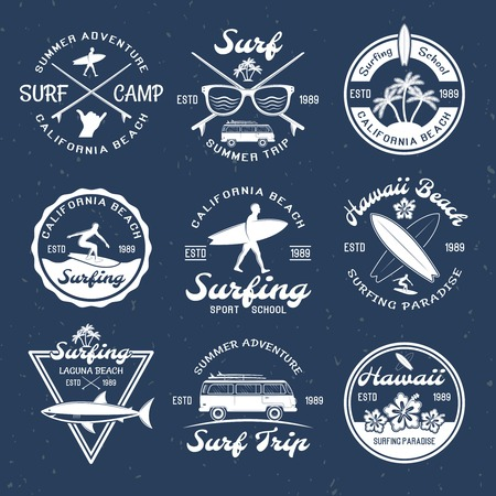 Surfing emblems on dark with descriptions of summer trip surfing school and surfing paradise vector illustration 向量圖像