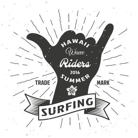 Surfer affiche de la main avec ruban et titre Hawaii wave riders été dans le vecteur pop style art illustration