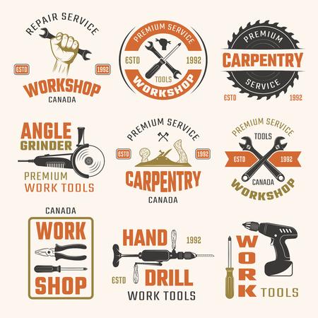 herramientas de trabajo: herramientas de trabajo emblemas de estilo retro con la ilustración vectorial tipográficas leyendas grabadas en carpintería y reparación de instrumentos aislados