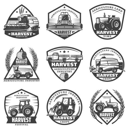 Vintage monochromatyczne etykiety maszyn rolniczych zestaw z łączy pojazdy do zbioru ciągniki ładowarka ciężarówka do transportu upraw na białym tle ilustracji wektorowych