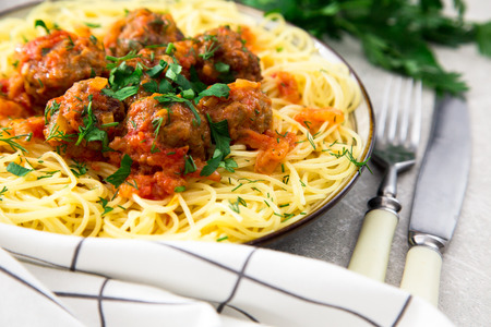 marinara sauce: Spaghetti pasta with meatballs and parsley with tomato sauce, selective focus.