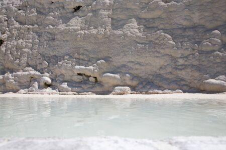 Pamukkale Turkish mineral calcium pool. Foto de archivo - 140397740
