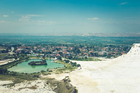 Pamukkale Turkish mineral calcium pool. Foto de archivo - 140397873