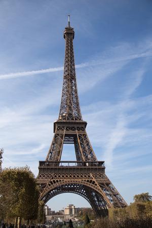 Torre Eiffel, símbolo de París, Francia. Los mejores destinos de París en Europa /