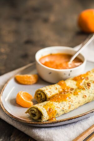 poppy seed crepes (blinis). pancakes with poppy seeds and tangerine jam. Foto de archivo - 139951819