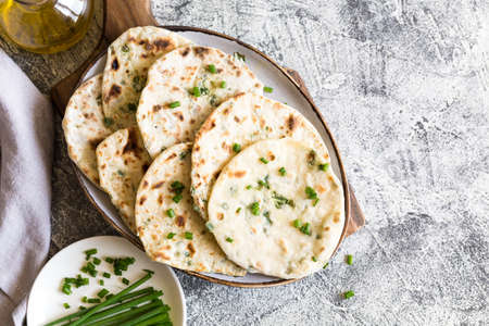 Onion naan - traditional indian bread. pita bread or scones with green onions Zdjęcie Seryjne
