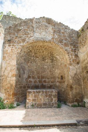Monterano の失われた都市、サン ・ ロッコ教会の遺跡内