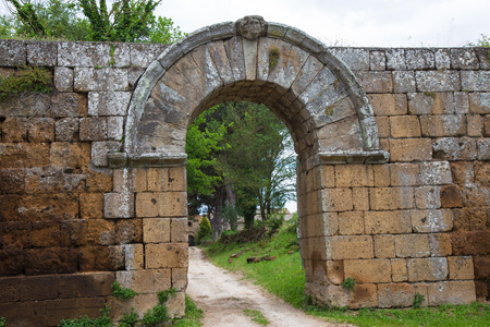 Entrance arch within the walls of Falerii Novi Editorial