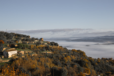 val: The Val dOrcia with its Tuscan hills, misty views from Montalcino.