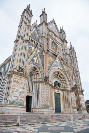 terni: Side Perspective of the facade of Orvieto Cathedral.The Cathedral of Orvieto is the cathedral of the Diocese town, Italian Gothic architecture. The facade is decorated by a large number of bas-reliefs and sculptures Stock Photo