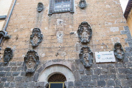 terni: Ancient coat of arms attached to the wall in the town of Orvieto, in Umbria.Italia.