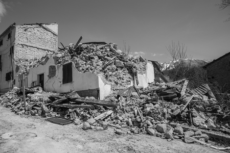 sismográfo: April 25, 2017, Camposto, province of LAquila, Abruzzo, Italy Damage caused by the earthquake. Ruined or seriously injured structures rendered ineffective after the earthquake that struck in that area, forcing the population to abandon their own Dwelli