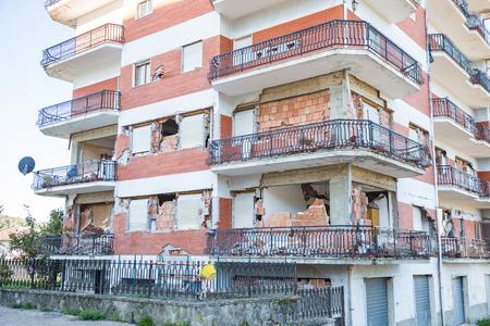 2017年4月29日 イタリア・アマトリーチェのレトロシ。2016年にイタリア中部を襲った地震による被害。アマトリーチェのレトロシ, イタリア, 2017年4月29日. 写真素材 - 96948548