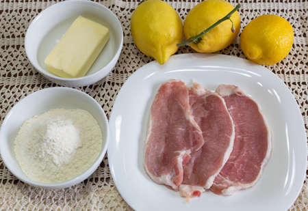 Ingredients for the preparation of lemon escalopes with butter and flour.