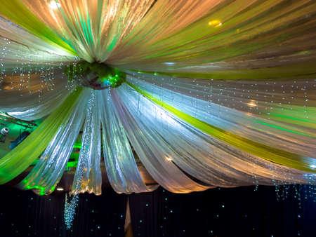Belle Colorful Décoration de mariage sur plafond