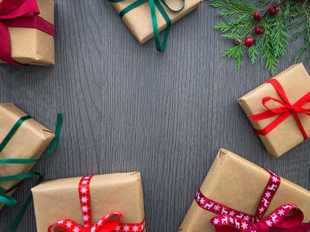 Flat lay christmas presents background. Frame with christmas gift boxes with copy space. Stockfoto