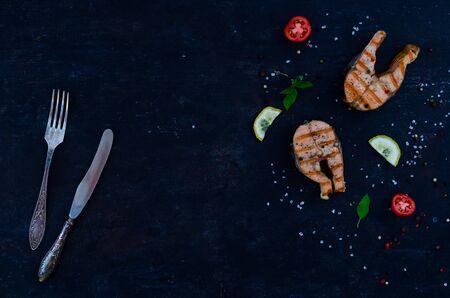 group salmon steaks pepper salt top view on dark background Фото со стока - 129821779