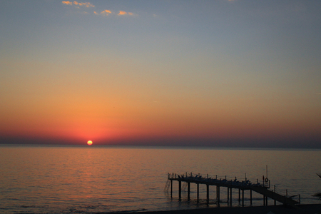 Lonely pier on sunset background. Banque d'images