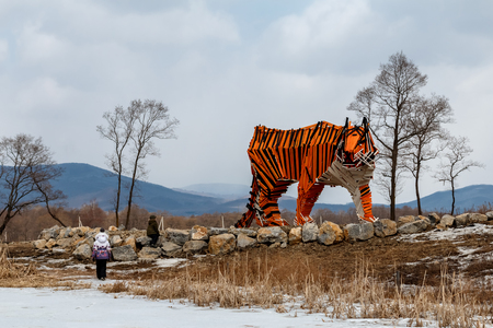 Sculpture of a wooden tiger in the park of a family in the neighborhood of Vladivostok Stok Fotoğraf