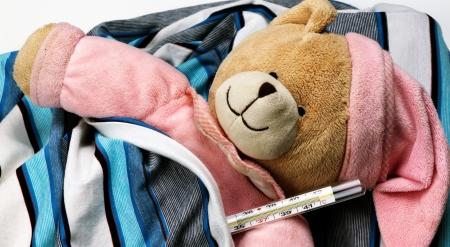sick teddy bear measure temperature Banque d'images