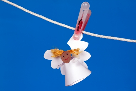angel made of paper hanging on a rope Banque d'images