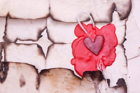 mark in the form of heart on the background of old paper Banque d'images