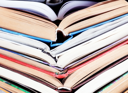 old open books stacked pile background Banque d'images