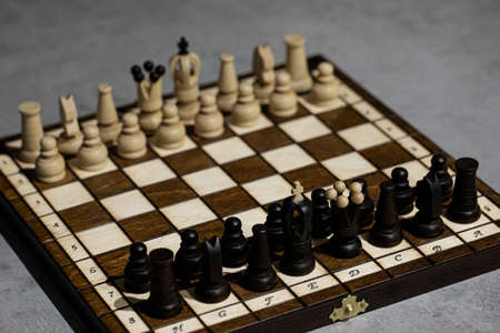 Wooden Chess pieces on board, arranged in incorrect initial position. White king wrong Chessboard squarel. Childrens formation error, chess for beginners. first chess lesson to arrange pieces Zdjęcie Seryjne