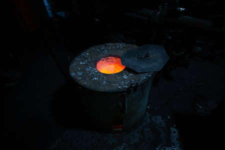Production of aluminum from waste at outdated foundry. Technologies of 20th century and ideas of zero-waste production of 21st century. New Era Overcomes Old Industrial Traditions