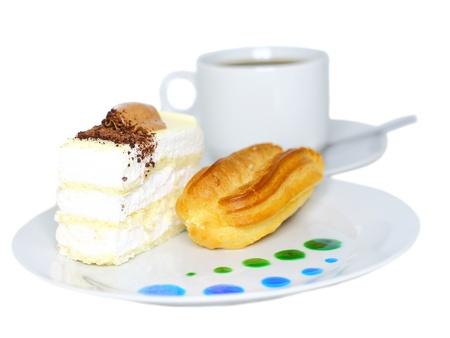 Pan Di Spagna Con La Tazza Di Caffè Sulla Piastra Con Dei Succhi Di ...