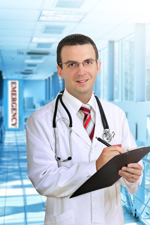 druggist: Friendly medical doctor stand in Hospital corridor.