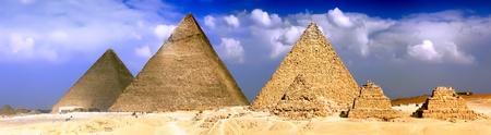 Grote Piramiden, gelegen in Giza, de piramide van farao Khufu, Khafre en Menkaure. Egypte. Panorama