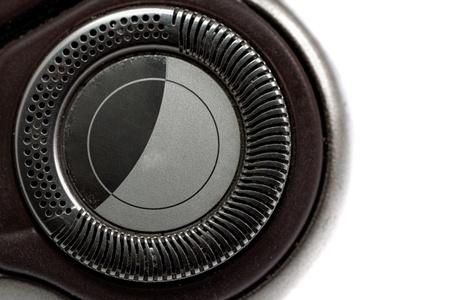 electric shaver: Rasoio elettrico isolato su sfondo bianco