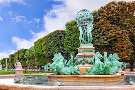 jardin de luxembourg: Luxembourg Garden in Paris,Fontaine de Observatoir.Paris.