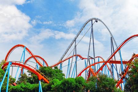 parken: Roller Coaster im Spaß Vergnügungspark.