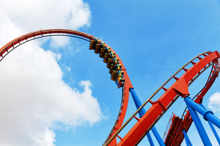 Roller Coaster in leuke pretpark.