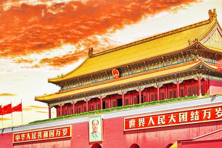 heaven: Plaza de Tiananmen y la Puerta de Heavenly Paz- la entrada del Museo del Palacio de Pek�n (Gugun) Plaza .Tiananmen es un tercer cuadrado gran ciudad en el centro de Beijing, China.