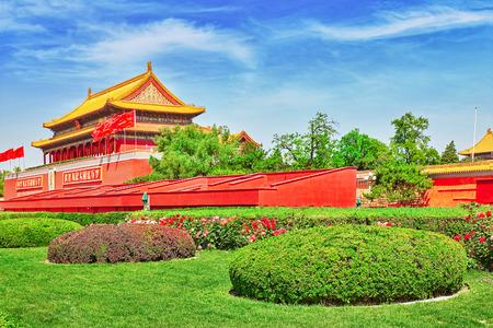 cuadrado: Plaza de Tiananmen y la Puerta de Heavenly Paz- la entrada del Museo del Palacio de Pek�n (Gugun) Plaza .Tiananmen es un tercer cuadrado gran ciudad en el centro de Beijing, China.