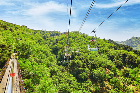 cableway: Cableway (aerial ropeway) on the rise on the Great Wall. Section Mutianyu. Stock Photo