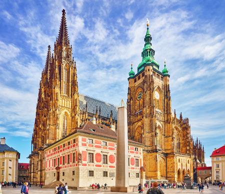 PRAAG, Tsjechië-5 september 2015: Metropolitan Cathedral of Saints Vitus, Wenceslaus en Adalbert.Roman katholieke grootstedelijke kathedraal in Praag, de zetel van de aartsbisschop van Praag. Tsjechische Republiek. Redactioneel