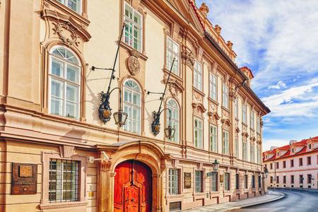 Parlamento (Senado) de la República Checa. Cuartos y calles de Praga en Mala Strana (Ciudad Pequeña de Praga). Distrito de la ciudad de Praga, República Checa, y una de las más históricas República regions.Czech.