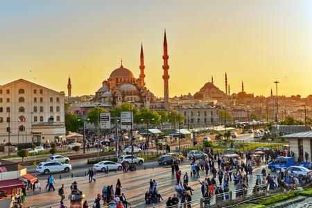 ISTAMBUL, 07 TÜRKEI-MAI 2016: Schöne Landschaft städtisch, Straßen, Menschen, Architektur des Istambul, einer der größten Stadt der Türkei.