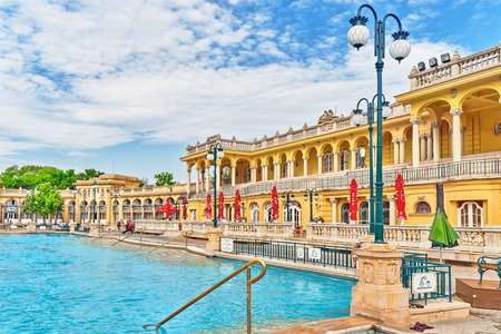 BUDAPEST, Ungarn- MAI 05,2016: Hof von Szechenyi Baths, Ungarn Thermalbadkomplex und Wellnessanwendungen.
